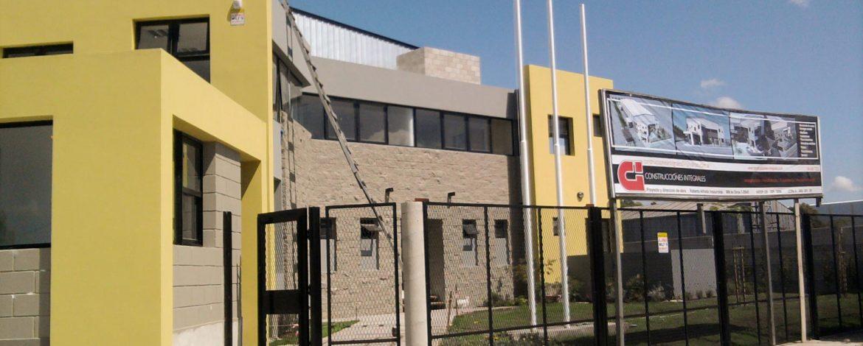 Depósito de 2000m2 de alimentos y 400m2 de oficinas y servicios.